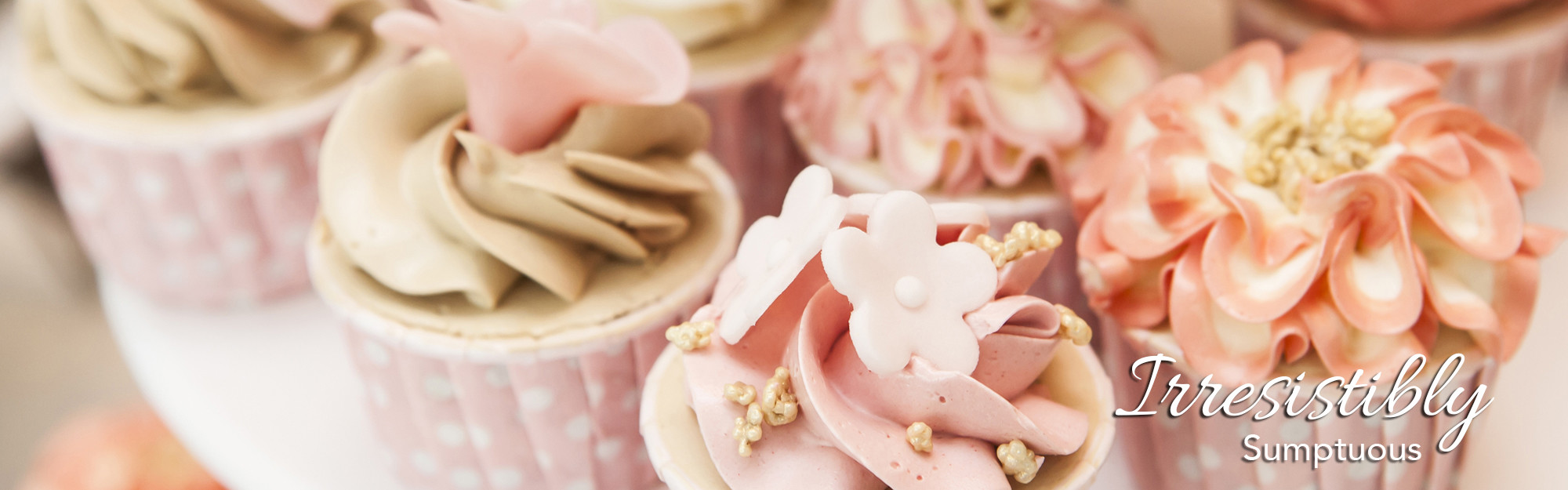 dolci-piu-cupcakes-wedding-cakes-roses-floral-theme